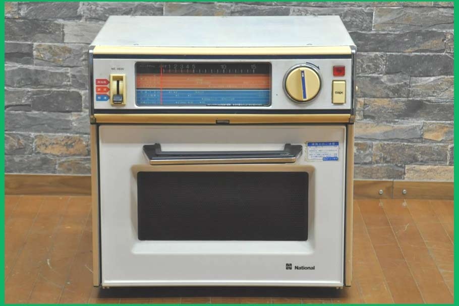 old-microwave-oven-in-1900